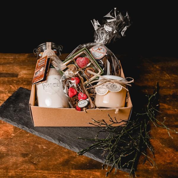 geschenkbox-gefuellt-grosse-freude